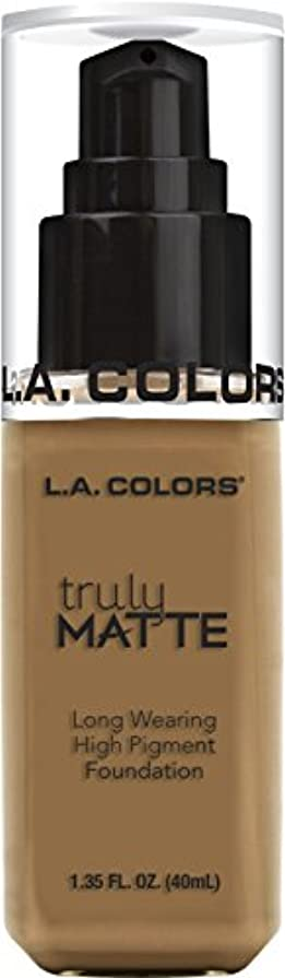 解読する靴下娘L.A. COLORS Truly Matte Foundation - Warm Caramel (並行輸入品)