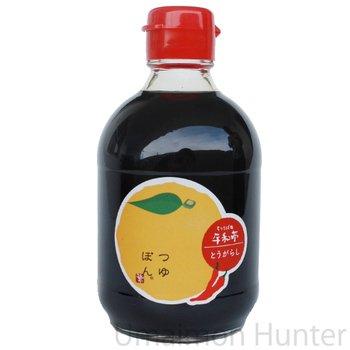 つゆぽん とうがらし 150ml×3本 平和亭 ゆず果汁の生搾りのみ100%使用 香り高く、秘伝のそばつゆが旨い! お酢を使っていないので、酸味の苦手な方にもオススメの万能調味料 島根県産の赤唐辛子を使用で味わいしっかり