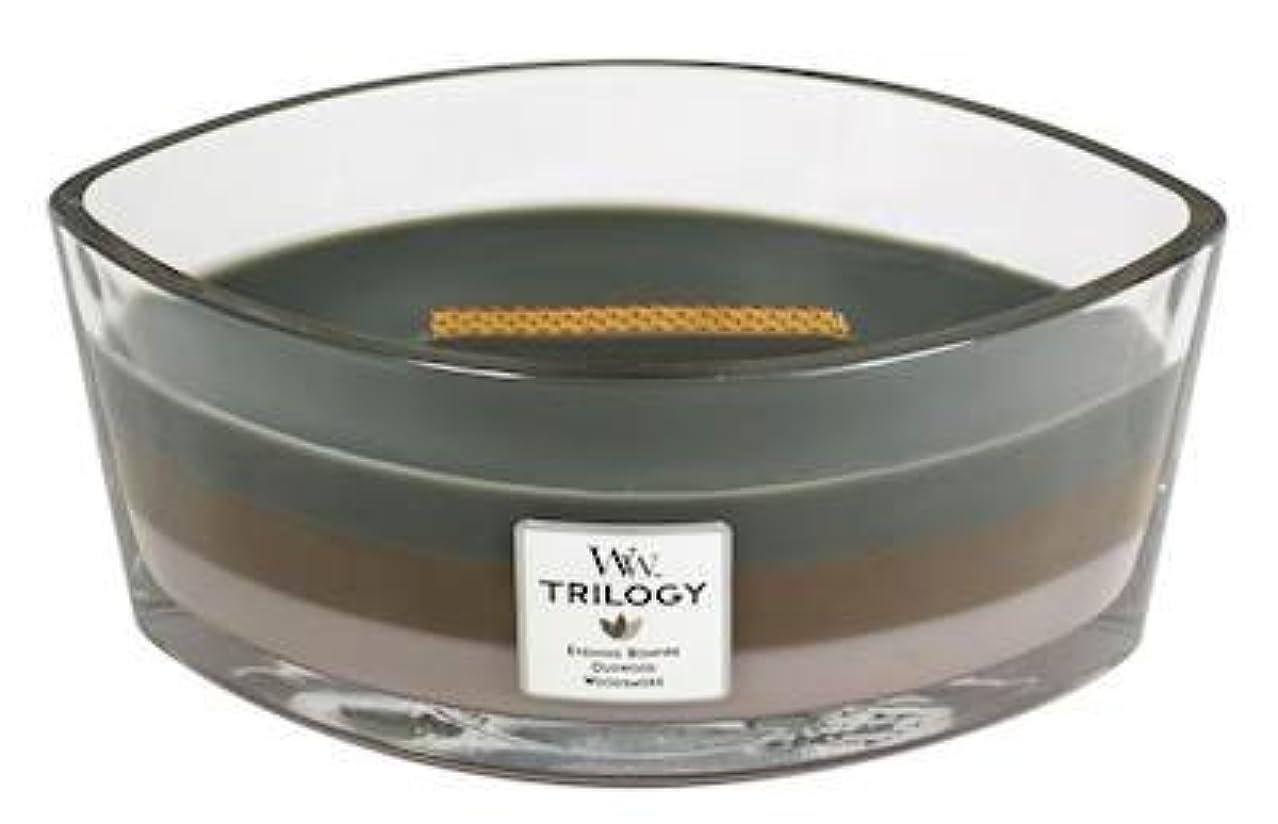 何でもオフセット伝統CozyキャビンTrilogy – Hearthwick Flame Scented Candle by WoodWick – 3 in 1つ