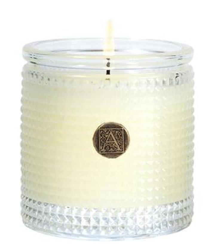 山積みのランデブーポータブルAromatique 5.5 Oz Candle inオレンジand Evergreen