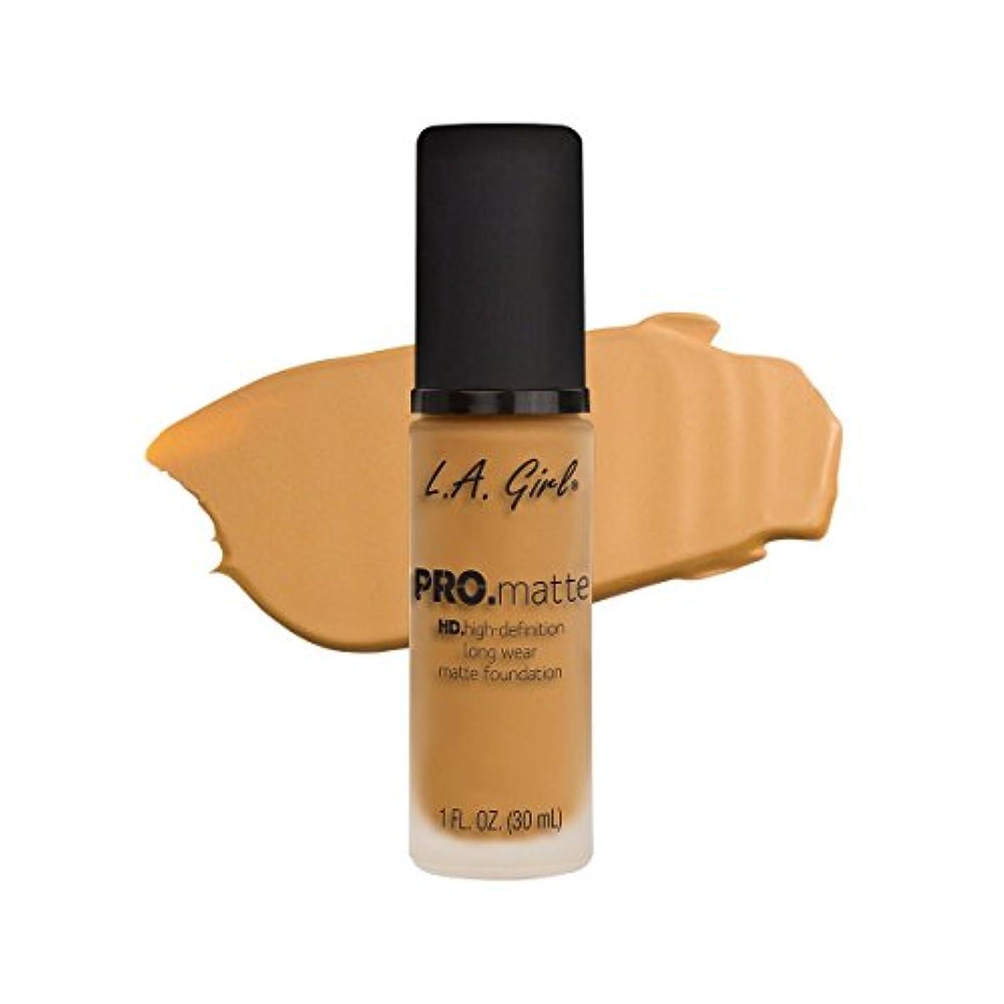 収まる拍車の前で(3 Pack) L.A. GIRL Pro Matte Foundation - Soft Honey (並行輸入品)