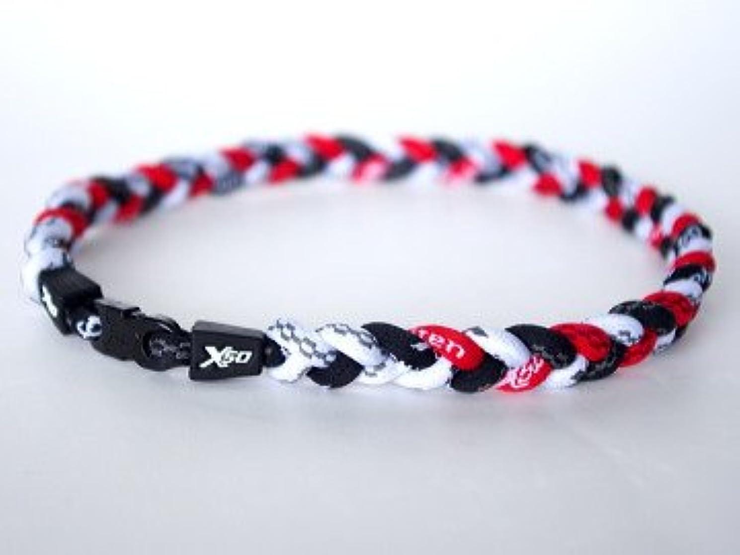 ウィスキーガイダンス低いファイテン RAKUWAネックレス X50 三つ編み (黒×白×赤)