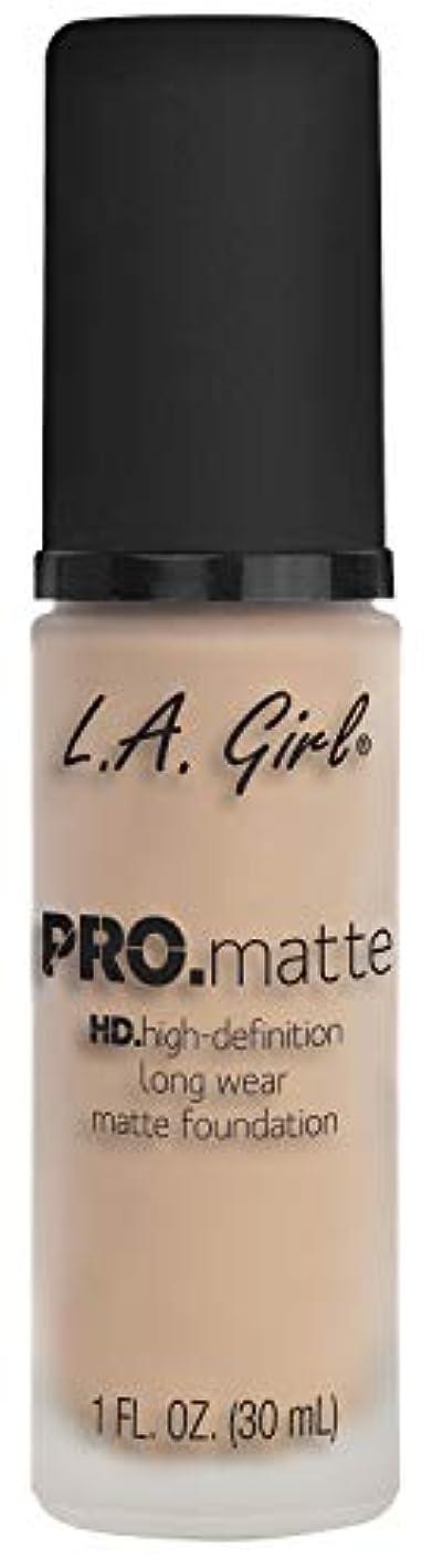 光沢おもしろい羨望L.A. GIRL Pro Matte Foundation - Porcelain (並行輸入品)