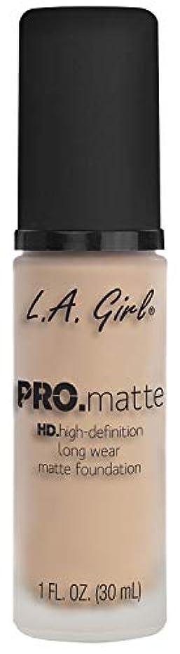 法廷賛辞絡まるL.A. GIRL Pro Matte Foundation - Porcelain (並行輸入品)