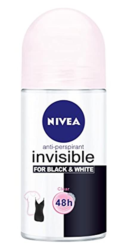 周りほとんどの場合辛なNivea Invisible Black And White Clear Anti-perspirant Deodorant Roll On for Women 50ml - ニベアインビジブル黒そして白制汗剤デオドラントロールオン女性のための50ml