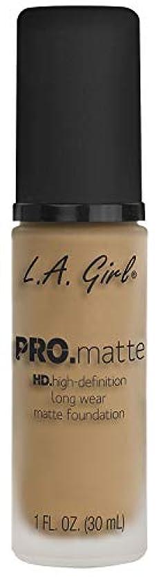 笑料理をする上L.A. GIRL Pro Matte Foundation - Sandy Beige (並行輸入品)