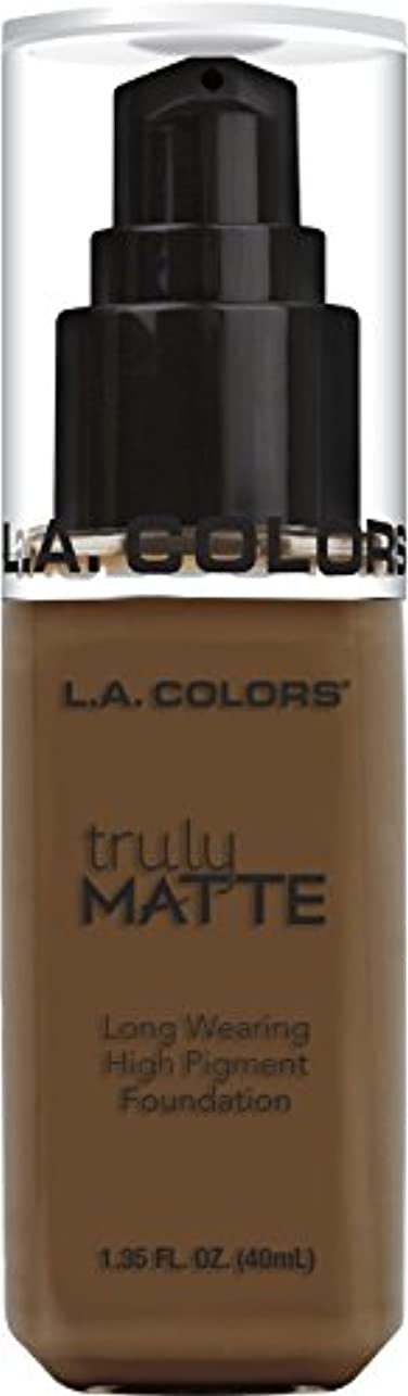 後賠償ながらL.A. COLORS Truly Matte Foundation - Mahogany (並行輸入品)