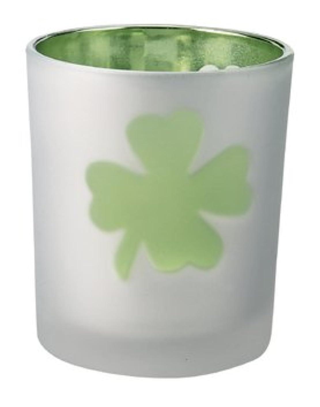 白い同様の花弁ミラージュカップ クローバー