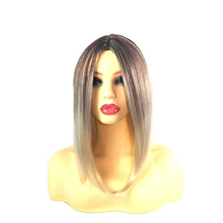 腕発行する屋内でKerwinner 女性のための前髪の短いストレートの髪の黒のグラデーションライスホワイトウィッグヘッドバンド