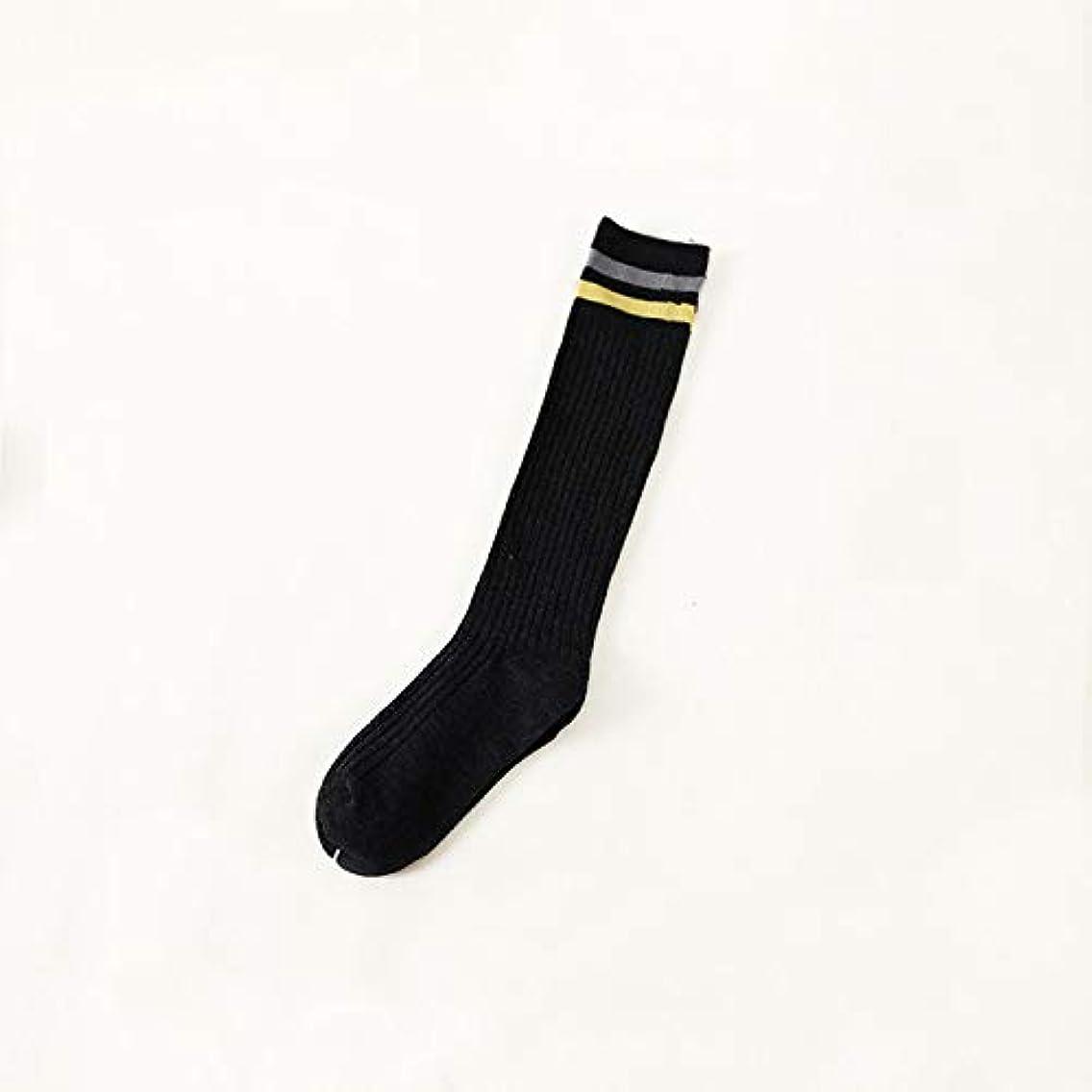 組バイオリニスト許可ニーソックスの女性は薄い綿の平行棒の学生の膝がソックス秋と冬の大学風のふくらはぎの靴下を積み重ねた