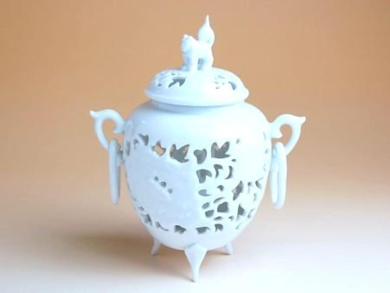 議論する大西洋腐食する有田焼 白磁彫浮牡丹 香炉(木箱付)【サイズ】高さ13cm