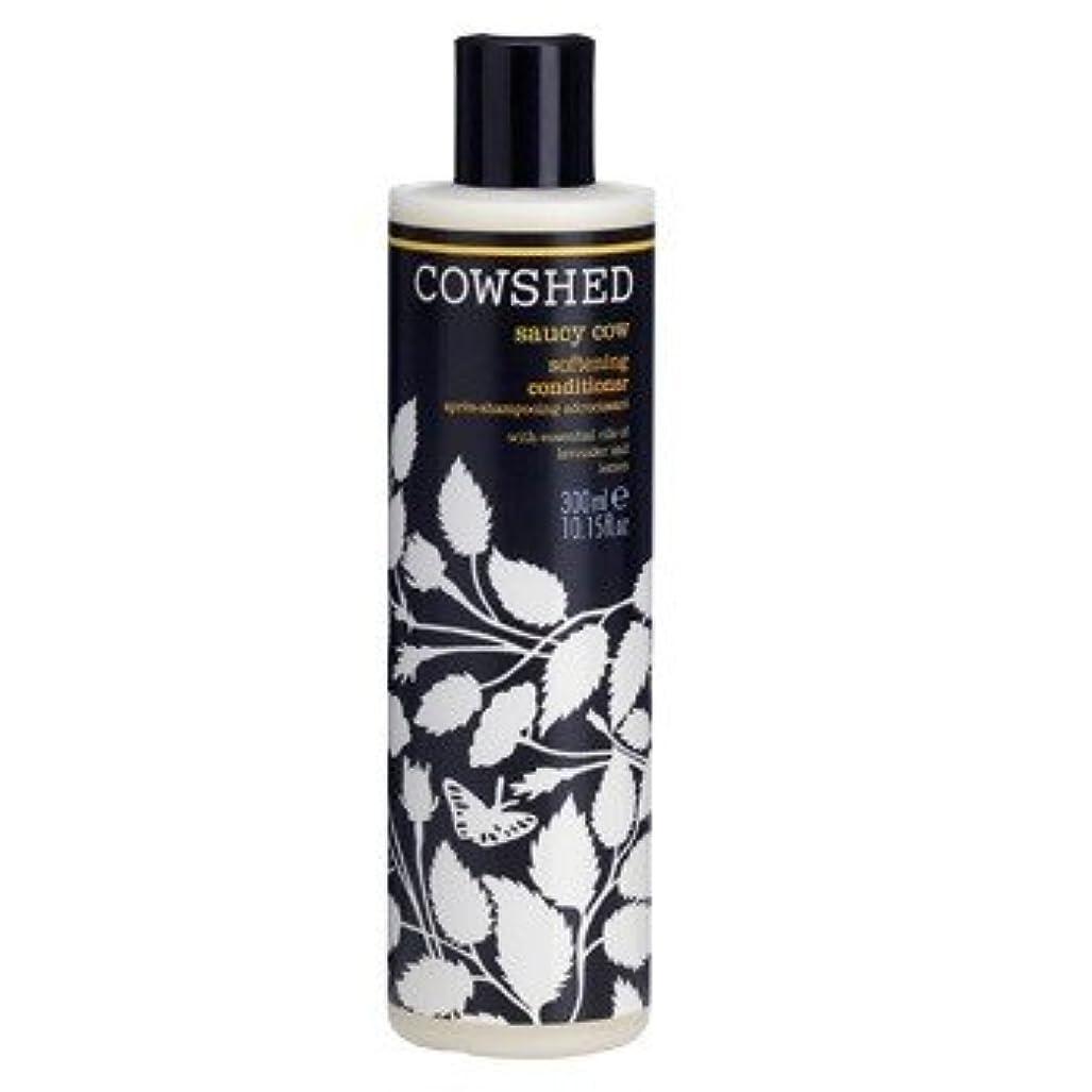 王位排他的解任牛舎生意気な牛軟化コンディショナー300ミリリットル (Cowshed) (x6) - Cowshed Saucy Cow Softening Conditioner 300ml (Pack of 6) [並行輸入品]