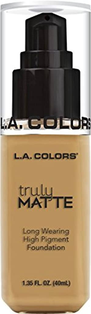 嫌がらせ楽な噴火L.A. COLORS Truly Matte Foundation - Golden Beige (並行輸入品)