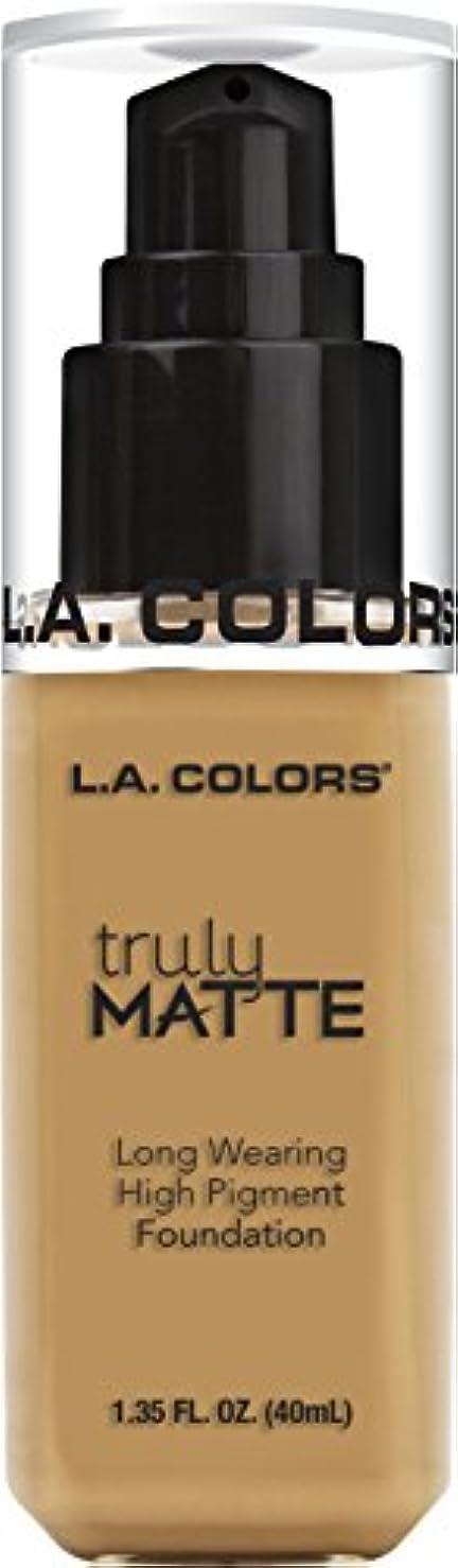 意気揚々作業現在L.A. COLORS Truly Matte Foundation - Golden Beige (並行輸入品)