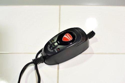 DUCATIバッテリー充電器