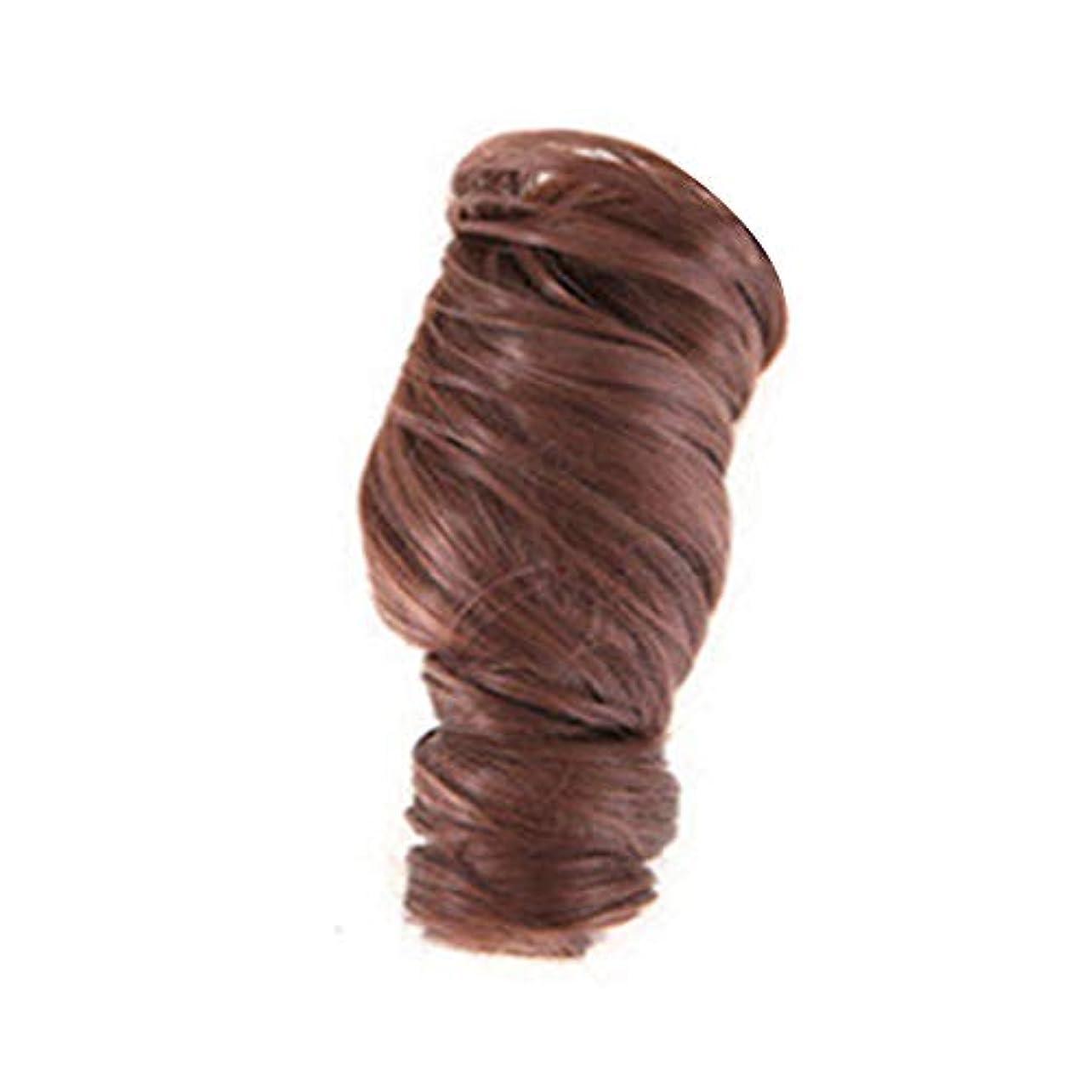 動作沿って良心つくしかつらのための短い巻き毛のかつらはシンプルな女性の気質の顔ハイエンドのかつら自然に見える耐熱性、茶色です。