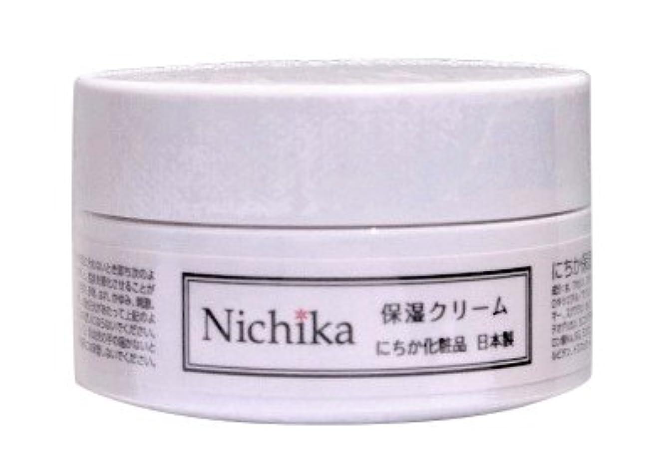 識字広告主と遊ぶにちか保湿クリーム  内容量30g 日本製  『ワンランク上の潤いハリ肌』を『リーズナブル』に。  ヒアルロン酸の1.3倍の保水力があるプロテオグリカン配合。 しっとりなじみ,成分がじんわり角質層に浸透 お肌に「ふた」をして潤いを守り、乾燥からお肌を守ります。肌バリア力を強化。「健康肌」をつくり、刺激や紫外線から角質層より深い位置の肌を守ります。 さっぱりとした使用感なのにコクもあり肌に素早く浸透。肌馴染みが良く吸い付くような使用感は今よりワンランク上の肌を目指す方におススメです。