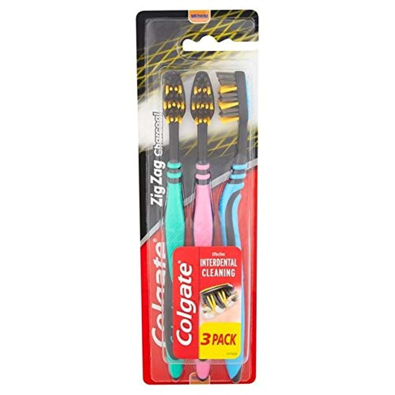 カストディアンはしご脅かす[Colgate ] パック当たりコルゲートジグザグ木炭黒媒体歯ブラシ3 - Colgate ZigZag Charcoal Black Medium Toothbrush 3 per pack [並行輸入品]