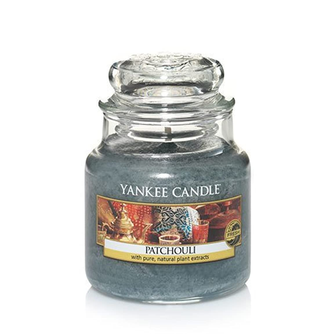 火山廃止信者Yankee Candle Patchouli、新鮮な香り 3.7 oz. グリーン 138130-YC