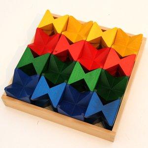 おまけの木箱付き Naef/ネフ社 ネフスピールの詳細を見る