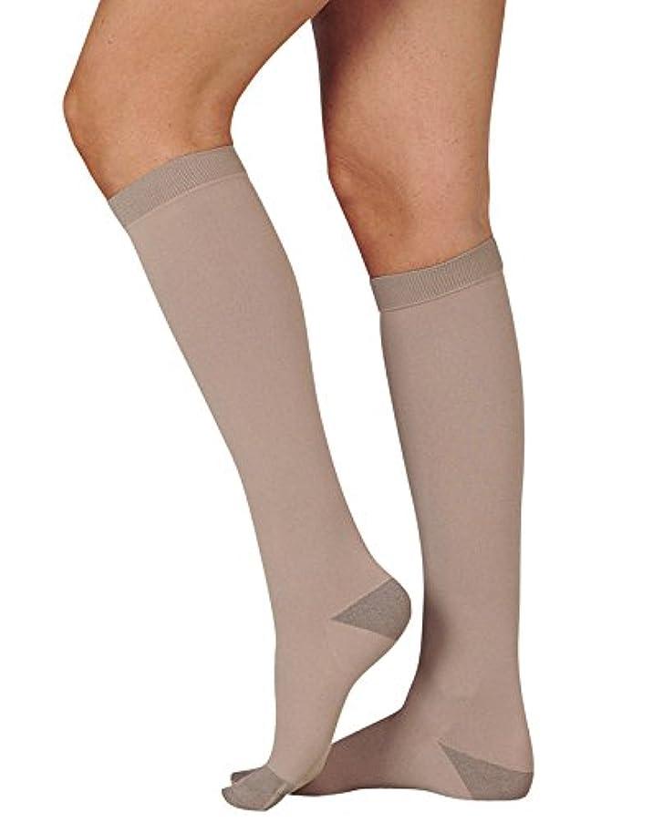 番目廃棄するネックレスJuzo Silver Knee High 30-40mmHg Closed Toe, III, Silver by Juzo