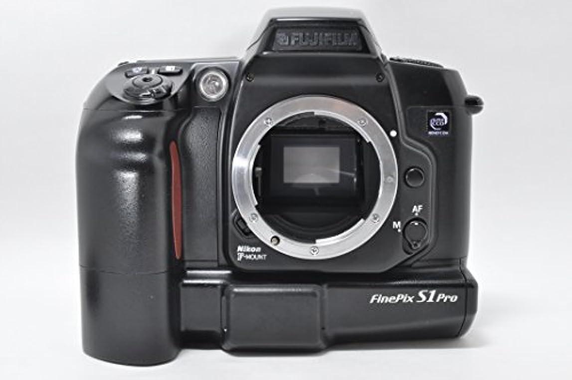 強打道先行するFUJIFILM FinePix S1 Pro ボディ