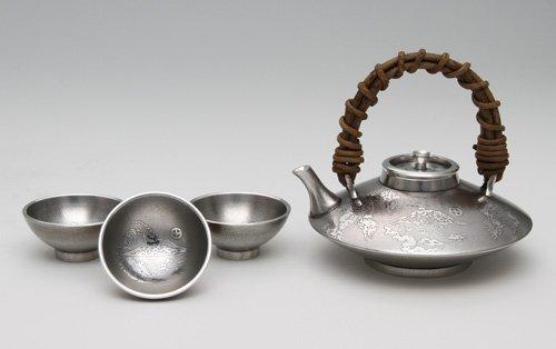 【가고시마 전통 공예품】 사츠마 석기 흑치요 향기(사쿠라지마・술잔3개부)-