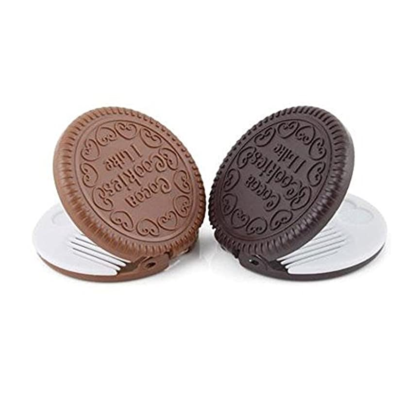 器具ペルソナかりてyueton Pack of 2 Mini Pocket Chocolate Cookie Compact Mirror with Comb [並行輸入品]