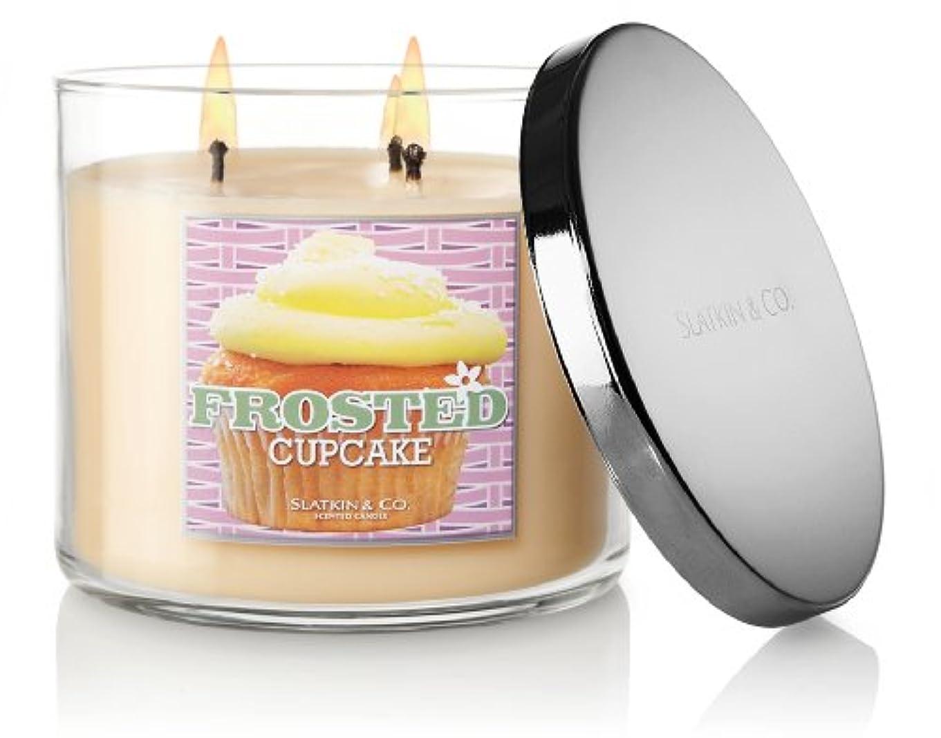 お茶要旨タイムリーなバス&ボディワークスSlatkin and Co – 3 Wick Scented 14.5 Oz Candle – Frosted Cupcake