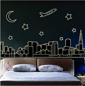 ロマンチックナイト 夜空を飛ぶ 飛行機と 都会の街並み 暗い所で 光る ウォールステッカー