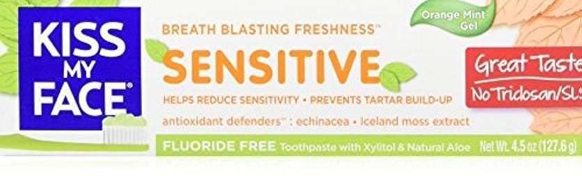 嵐知的に向けて出発Kiss My Face - Fluoride Free Sensitive Toothpaste, Orange Mint - 4.5 Ounce by Kiss My Face