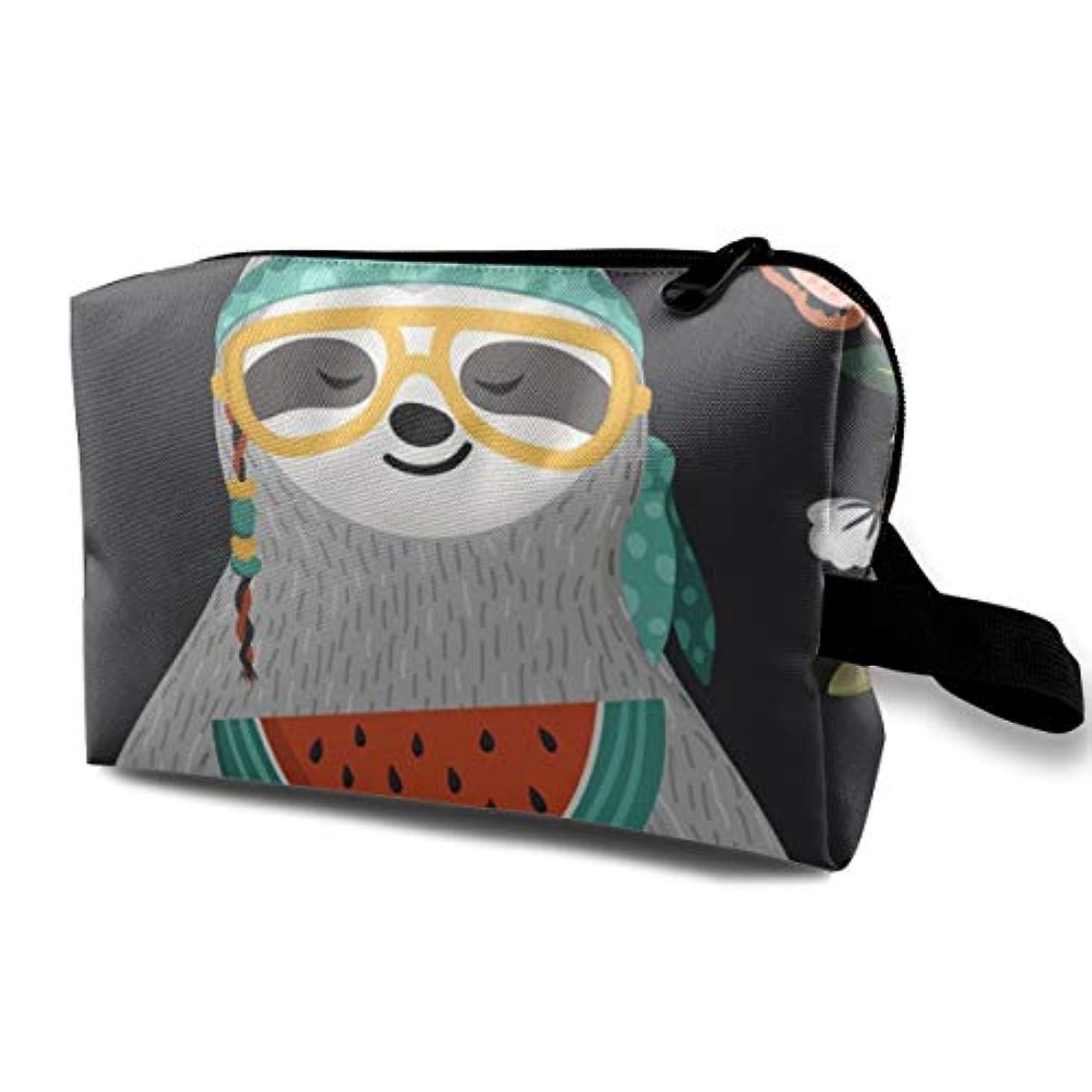 起きている経済的精神Cute Baby Sloth Eating Watermelon 収納ポーチ 化粧ポーチ 大容量 軽量 耐久性 ハンドル付持ち運び便利。入れ 自宅?出張?旅行?アウトドア撮影などに対応。メンズ レディース トラベルグッズ