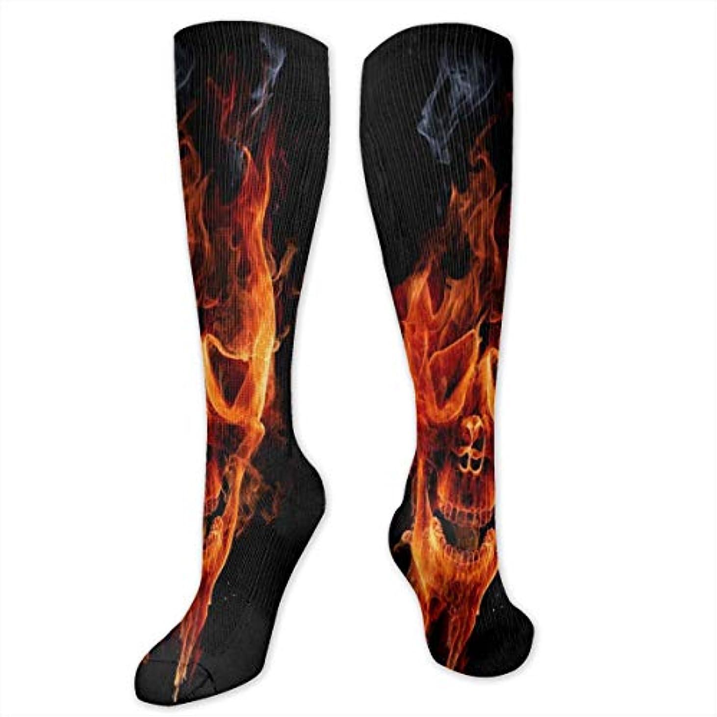 杖暖かさラショナル女性の燃えるようなスカル(3)スポーツのためのカラフルな柄のドレスソックスクルーソックス