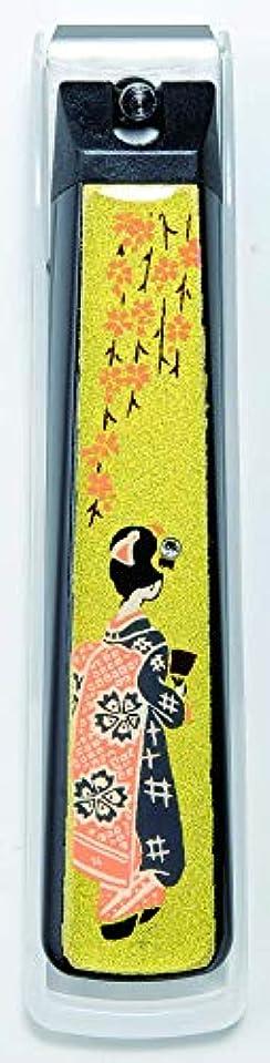 ジムピクニックをするメールを書く蒔絵爪切り舞妓 紀州漆器 貝印製高級爪切り使用