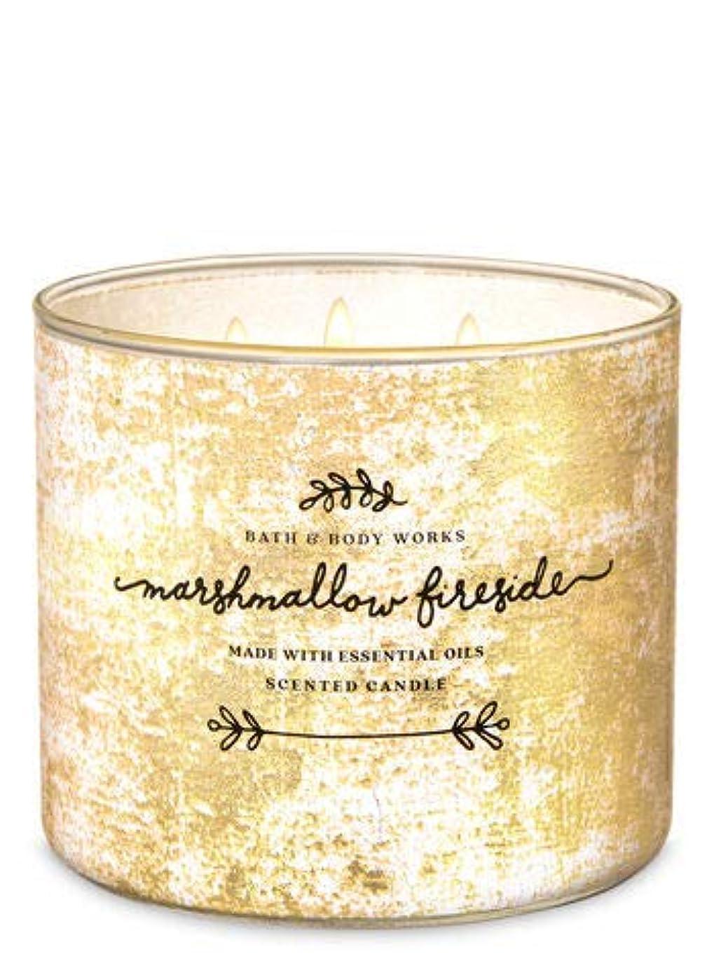 横向き栄光複雑な【Bath&Body Works/バス&ボディワークス】 アロマ キャンドル マシュマロファイヤーサイド 3-Wick Scented Candle Marshmallow Fireside 14.5oz/411g [並行輸入品]