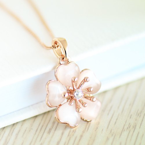 (イウハ) IUHA 淡いピンク桜ネックレス さくら 櫻 18Kピンクゴールドメッキ オーストリア産ジルコニア