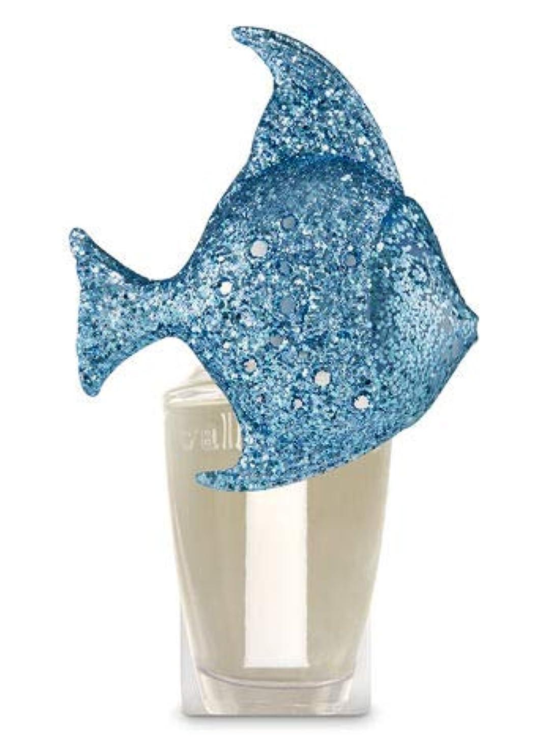 風味証明書木曜日【Bath&Body Works/バス&ボディワークス】 ルームフレグランス プラグインスターター (本体のみ) グリッターブルーフィッシュナイトライト Wallflowers Fragrance Plug Glitter...