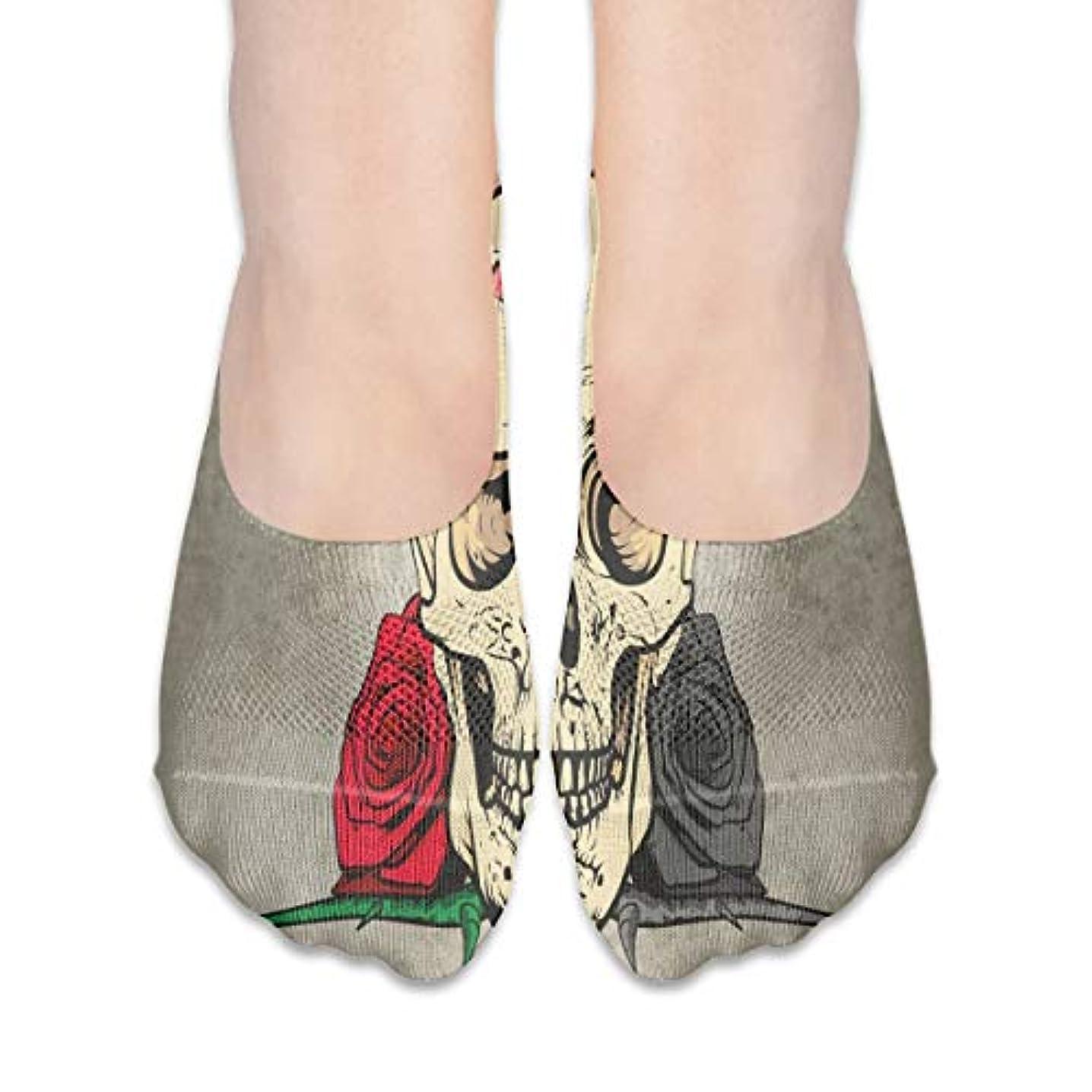 バッジスキャン経営者女性の頭蓋骨の赤いバラローカットコットンボート隠し目に見えない靴下
