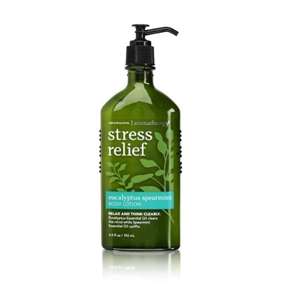 呪い部分下るBath & Body Works Aromatherapy Body Lotion with Free Hand Sanitizer (Eucalyptus Spearmint) [並行輸入品]