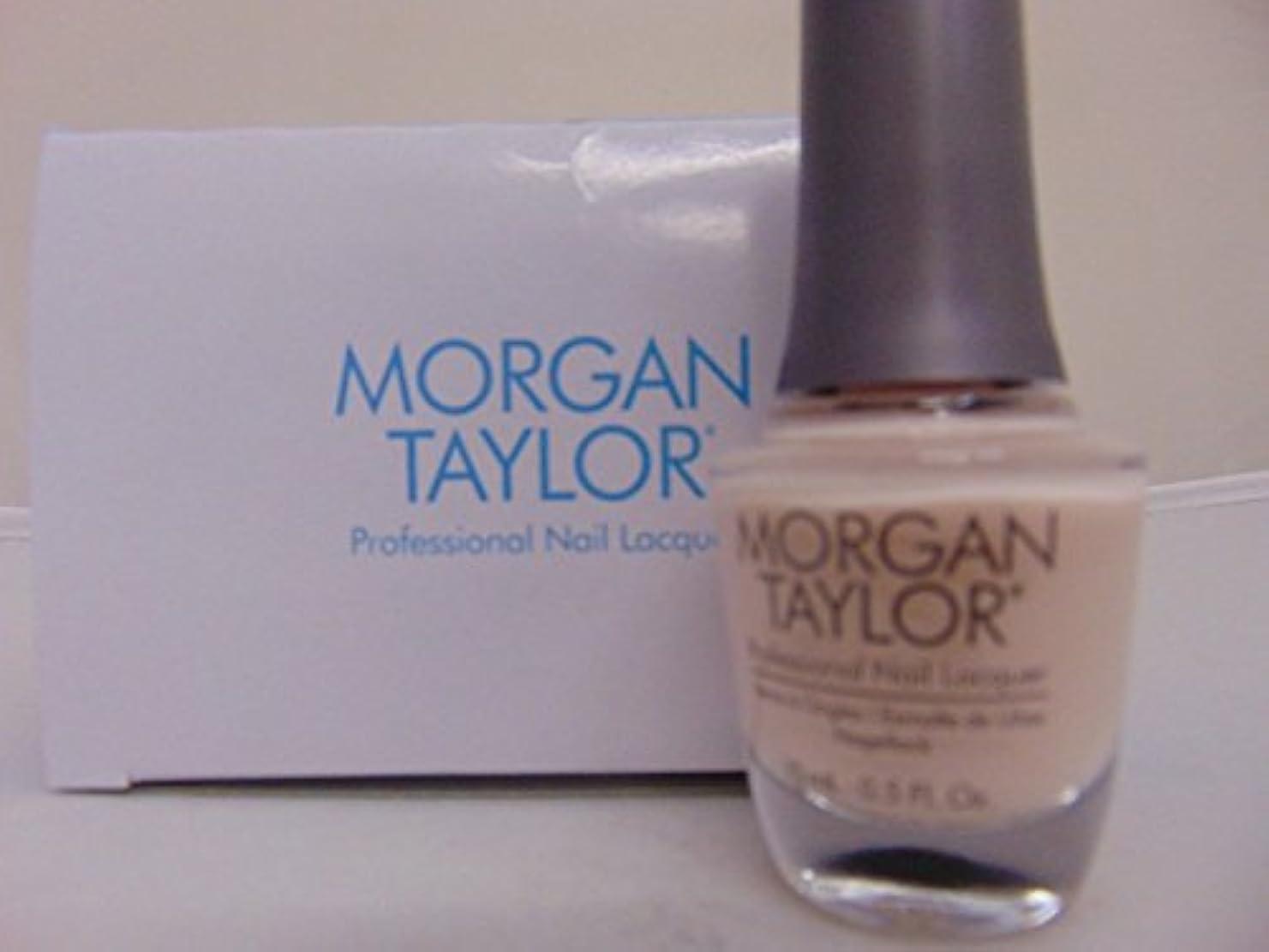 の頭の上ギャングやるMorgan Taylor - Professional Nail Lacquer - Simply Irresistible - 15 mL / 0.5oz