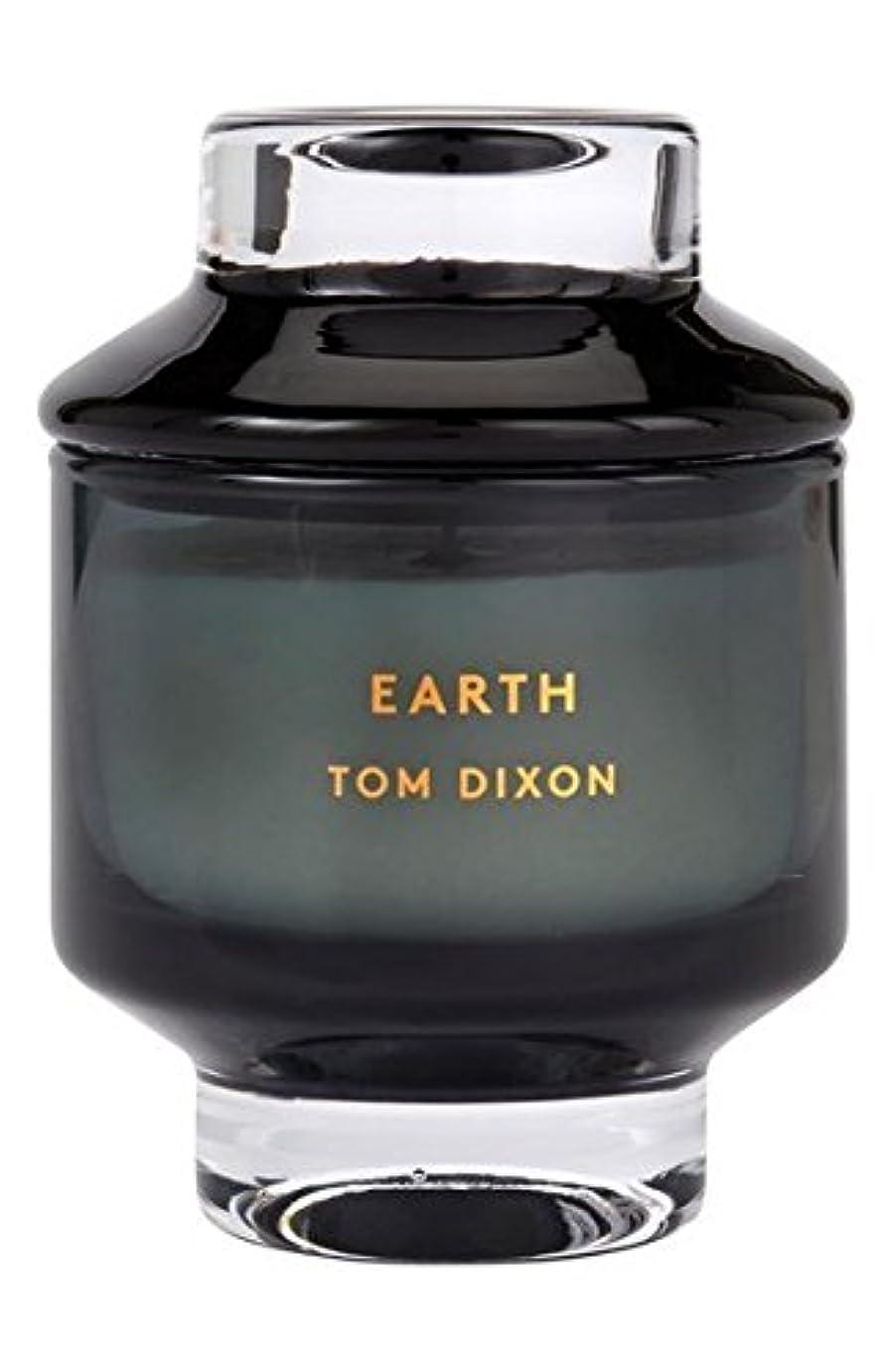 広範囲にランドマーク透けて見えるTom Dixon 'Earth' Candle (トム ディクソン 'アース' キャンドル中)Midium