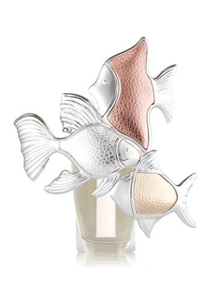 いたずら局塊【Bath&Body Works/バス&ボディワークス】 ルームフレグランス プラグインスターター (本体のみ) メタリックフィッシュトリオナイトライト Wallflowers Fragrance Plug Metallic Fish Trio Night Light [並行輸入品]