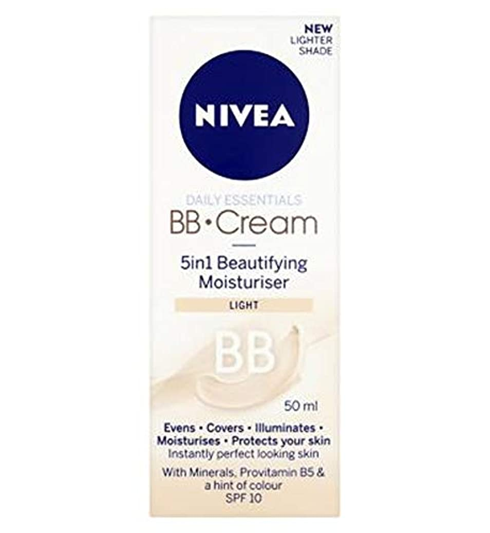 火山偽装する脇に[Nivea ] 1つの美容保湿光50ミリリットルでNivea?日常必需品のBbクリーム5 - Nivea? Daily Essentials Bb Cream 5 In 1 Beautifying Moisturiser...