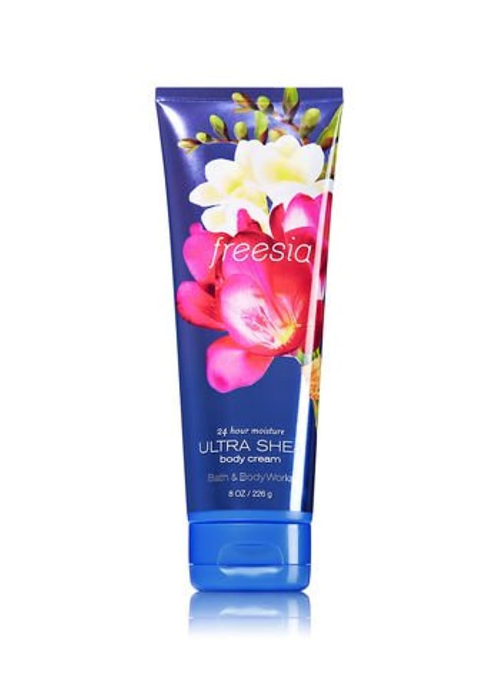 大臣ルネッサンス伝える【Bath&Body Works/バス&ボディワークス】 ボディクリーム フリージア Ultra Shea Body Cream Freesia 8 oz / 226 g [並行輸入品]