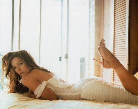 ブロマイド写真★ケイト・ベッキンセール/セクシーにベッドに寝転ぶ