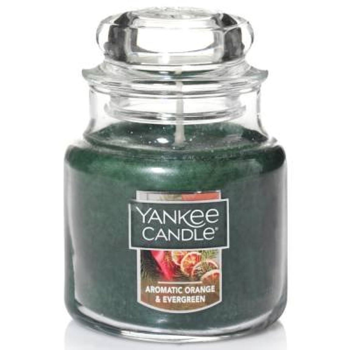 大声でシリングコンドームYankee Candle Aromaticオレンジ& Evergreen Small Jar Candle