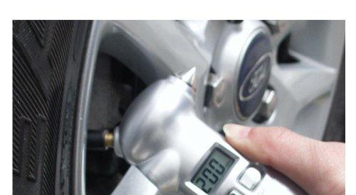 一台四役! タイヤゲージ+『 LEDライト・緊急避難ハンマー・シートベルトカッター』