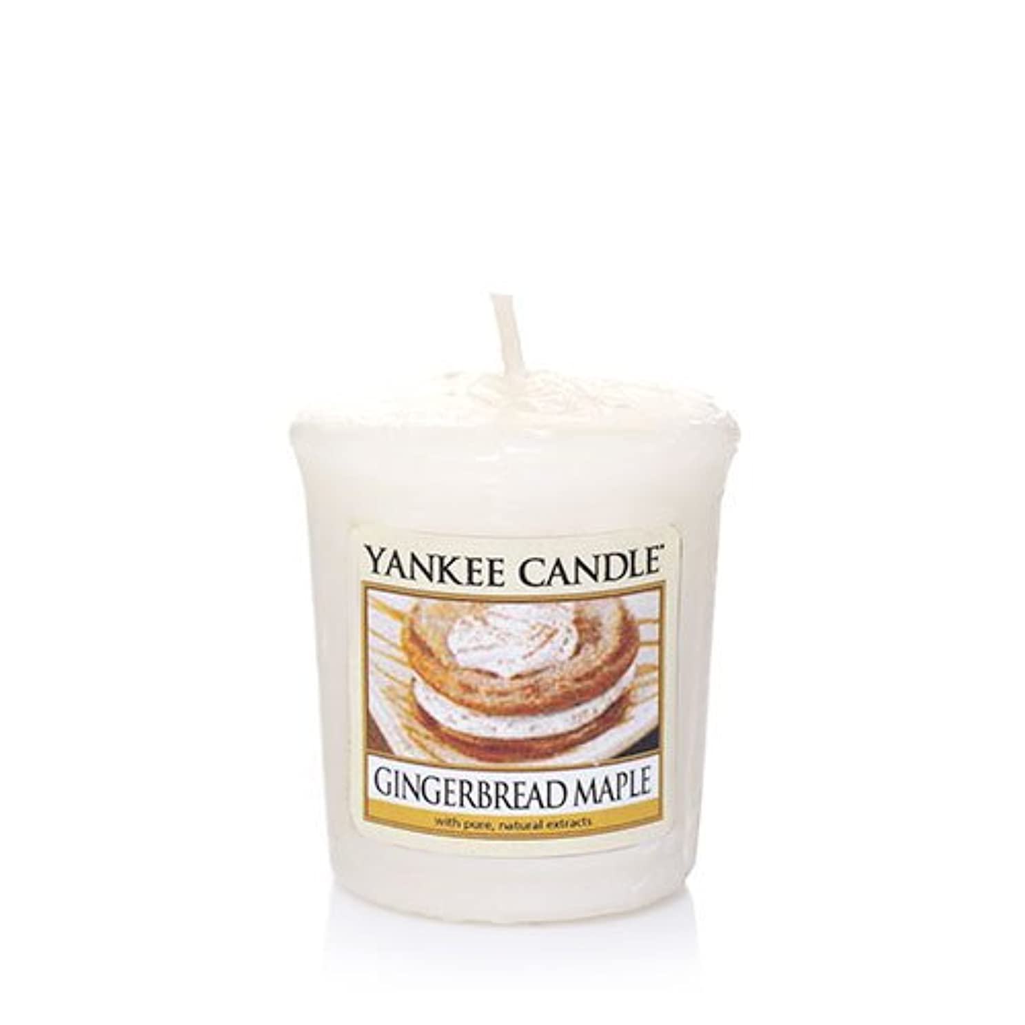 乳白色典型的な襲撃Yankee Candle Gingerbread Maple Samplers Votive Candle、Festive香り