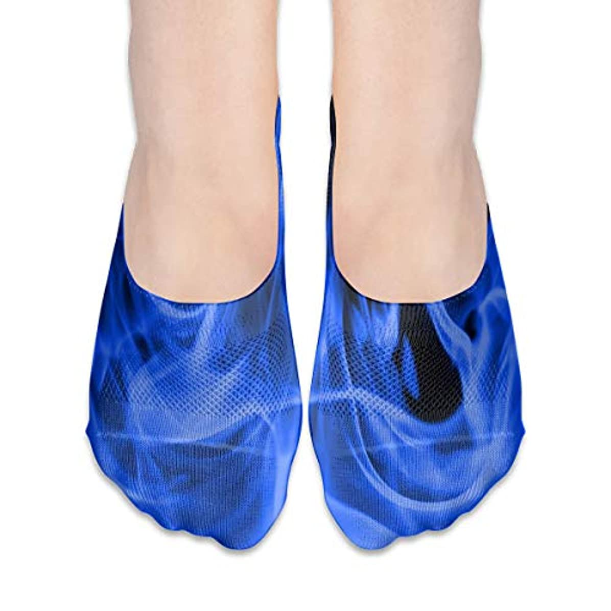 四回粗い実用的青い炎はショーソックスの女性のボートの靴のローファーのソックス、滑り止めのグリップを示しません