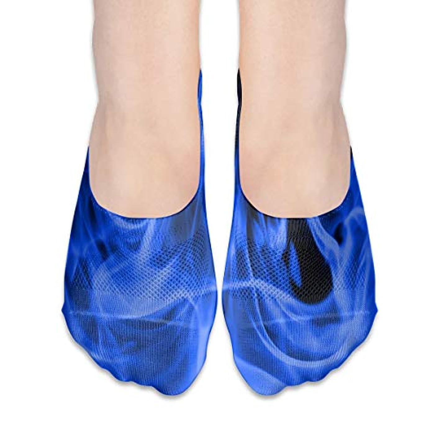 器具初心者現象青い炎はショーソックスの女性のボートの靴のローファーのソックス、滑り止めのグリップを示しません